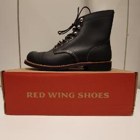 Red Wing 8084 us8 euro 41  Ikonisk støvle fra Amerikanske Red Wing, håndlavede støvler i høj kvalitet.  Prisen er fast