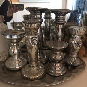 Vaser, lysestager, fyrfadsstager, skåle mv. i sølvfarvet - se flere annoncer på på min profil.  Jeg sælger ovenstående for 100 kr pr billede dvs. stk. pris er 10 kr.  Jeg går kun på posthus ved salg for 100 kr.