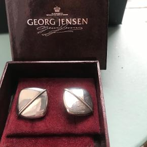 Vintage øreclips i sølv og original æske sælges. Kan sendes for købers regning.