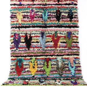 Boucherouite tæppe har aldrig været brugt. Måler 205x105 cm. Brug det som gulvtæppe eller som smukt kunsthåndværk på din væg. Porto koster 120 kr og jeg sender med GLS