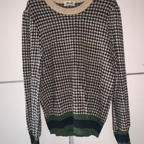 Sælger denne super fine og populære bluse fra baum und pferdgarten i en str m, fitter også en str s.  Sælger da jeg ikke får den brugt.  Ny pris - 1500kr  Åben for bud:)