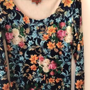 Hunkön stram kjole mega fin med en strik ud over eller bare som den er :)