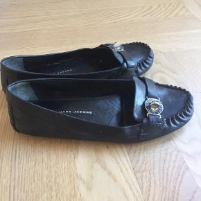 Fine loafers fra Marc by Marc Jacobs... markant se tydeligt slid ved nært syn, men når de er på foden ses det ikke.  De er meget fine og behagelige at have på.