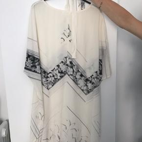 Smuk silke kjole fra Stine Goya  Perfekt stand
