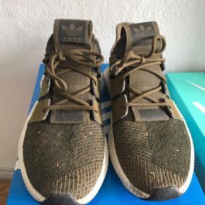 Sælger de her Adidas sko da jeg ik bruger dem og da de ik lige er mig de har nogen få skader rundt omkring men ellers en fin sko man går okay i dem  Np:500kr Cond:5 Mp:BYD