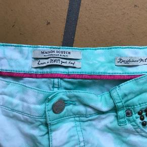 Varetype: Shorts Størrelse: 30 Farve: Grøn Prisen angivet er inklusiv forsendelse.  Brugt og uden fejl, livvidde 45/46 cm