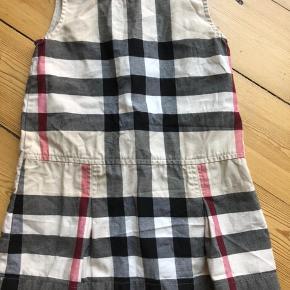 Burberry kjole  Str 3/98 kan bruges fra str 92.