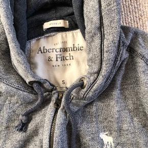 Super fin trøje til drenge. Str. S Sender gerne, Ellers kan den afhentes i Svendborg eller Odense