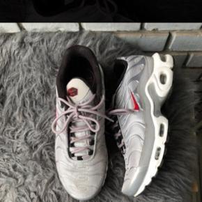 Nike TN's købt i New York, de er super fede men får dem dsv ikke brugt. De er brugt et par gange, men stadig rigtig pæne at se på. Kan sendes eller afhentes i Klampenborg