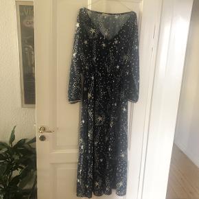 Lang gennemsigtig print kjole fra Bellambia, str XL -passer 38/40 i flot stand 300kr