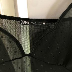 Super flot fest-top i mesh fra Zara i størrelse L - dog passer den også en str M