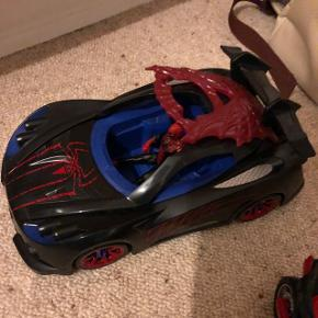 Spidermænd, bil og motorcykel