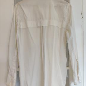 Bomuldsskjorte med to store lommer på brystet