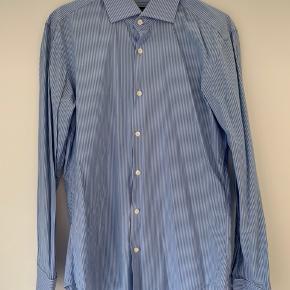 Stribet Hugo Boss skjorte hvid/blå str 40
