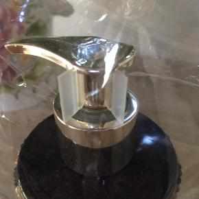 Flydende Håndsæbe 250ml  Vivian Gray sæbedispenser Antilope In Black/Gold