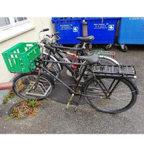 Sælger denne cykel for min onkel, befinder sig tæt på Nørreport. Relativ gode dæk. Noget rust her og der. Knirker i den ene pedal / krank.Cykel med historien...