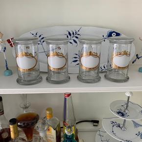 Fire skønne opbevaringsglas , aldrig brugt. Perfekte til mel, gryn osv
