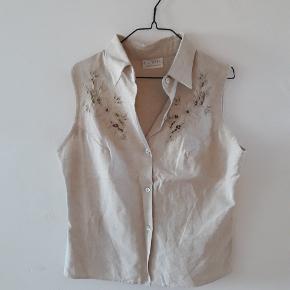 Beige skjorte i bomuld og linned. M/L