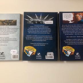 Fejlfrie Taynikma-bøger:  Bog 1 - Legenden om Gekko - selvstændig histore, der foregår før de oprindelige Taynikma-bøger Bog 2 - De glemte katakomber - bog 4 i serien Bog 3 - Den hemmelige arena og Klanernes kamp - bog 5 og bog 6 i serien  Taynikma er action, magi og tegneserie i et - derudover er der tegneskole i alle bøgerne.  Prisidé dkk 80,00 - kom gerne med et seriøst bud :-) Købspris dkk 319,85