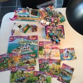 Masser af LEGO Friends -   41000 - sjov på vandet  41007 - hard Lake hundesalon 41015 - delfin båden  41026 - sommerhøst 41029 - stephanies nyfødte lam 41045 - banantræ 41046 - brown Bears river  41048 - lion's cup savanne  41049 - pandas bamboo - er der 2 af  41089 - lille foal  Enkelte smådele kan mange men ved det ikke. Disse kan fåes ved at finde dem i samvejledningen og kontakte LEGO.