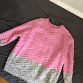 Sælger denne envii sweater, da jeg ikke bruger den længere.  Nypris: 400kr