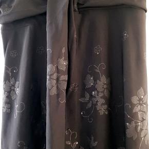 Smuk top eller kort kjole.  Står xs/s i den...  Stoffet kan give sig   Kun vasket ikke brugt..  25pp