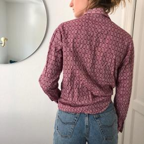 Vintage men's shirt, used as unisex.