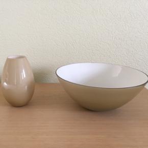 Holmegaard cocoon vase 17 cm (højden) og skål 30 cm (diameter) Pris: vase 100 kr, skål 150 kr eller samlet pris 200 kr