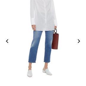 Smuk, tunika/skjorte fra By Malene Birger. Aldrig blevet brugt, stadig med mærke på. Nypris: 1200 DKK. Størrelse 36, og kan sende hvis køber betaler for fragt. (OBS: Skjorten er lysegrøn, første billede er til at illustrere hvordan den sidder på kroppen)