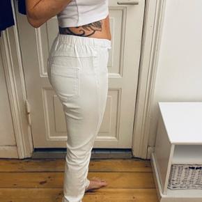 Jeans leggings med lommer bagpå. Jeg er str XS og de er for store til mig