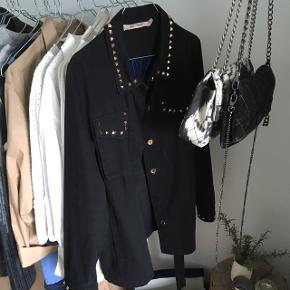Skal af med min rue de femme jakke brugt få gange Str S Np 1300 Åben for bud