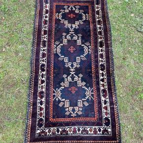 Flot gammelt tæppe. Har masser af patina, men stadig smukt. Afhentning på Amager.