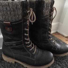 Reiker støvler Super flotte  Nypris 800,- Har været på 2 gange, så de er som nye Afhentes i Valby