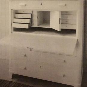 Så fint møbel, hvidmalet med skriveplade og masser af plads/rum, mål 92 x 130 (dybde uden/med plade 46/82 cm)
