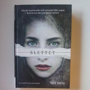 """""""Slettet"""" af Teri Terry Ungdomsbog 312 sider Aldrig læst  Ungdomsbog / ungdomsbøger / science fiction / sci-fi / roman"""