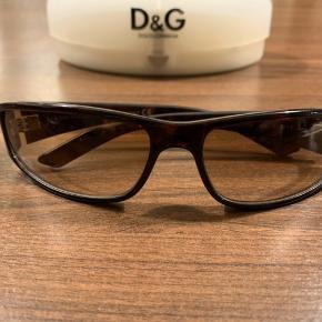 Rigtigt flotte dolce & gabbana solbriller med original brilleetui ..