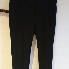 Flotte pæne bukser, lige ben. Indvendig benlængde 77 cm. Brugt meget lidt. BYD   Bukser Farve: Sort