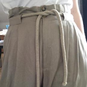 Varetype: Bukser Farve: Sand  Bukser fra H&M :)