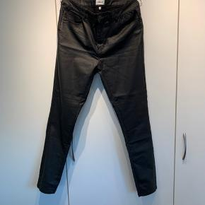 Coatede jeggings leggings benlængde 30 / str XL. Får dem ikke brugt, har haft dem på én gang. Der er meget stretch i dem, superdejlige at have på. Sælges for 100 plus porto.