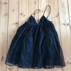 Fin kjole købt selv i en vintage butik.  Str passer en 34/36