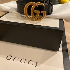 Double G buckle, brugt få gange, sælges kun fordi det er blevet for stort efter et større vægttab. Det er 3 cm bredt, og alt medfølger. 95 cm.