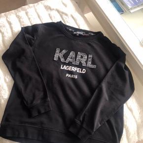 Lækker sag fra Karl Lagerfeld købt i London for et par år siden, med signatur ved nakken og kan ikke købes længere <3