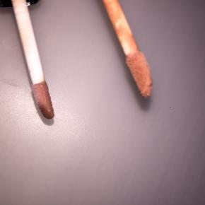 Halløj❤️ Sælger to ubrugte lip glosses.  Den lille er lyse brun, og den store er mørke brun, med en lidt lyserød tone🐝  Sendes ikke, afhentes I Albertslund❤️ Sender ikke, da jeg har haft dårlige oplevelser med det🌹  Der er dsv kommet et lille hak I den store lip gloss.  Har aldrig prøvet dem, da jeg ikke er så vild med farverne.