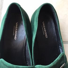 Mørkegrøn Vagabond Frances sko.  Kun brugt med egne indlægssåler, for at beskytte skoen oprindelige skindsåler.   Velplejet sko, købt i november 2019. 👠
