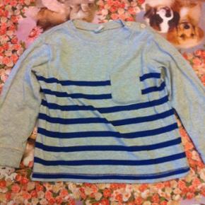 H&M - bluse Str. 92 Næsten som ny Farve: lysegrå Lavet af: 99% cotton og 1% viscose Køber betaler Porto!  >ER ÅBEN FOR BUD<  •Se også mine andre annoncer•  BYTTER IKKE!