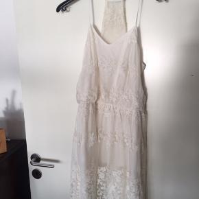 Den fineste kjole fra Vero Moda.  ☝🏻 Størrelse S. ☝🏻 Aldrig brugt.   #trendsalesfund