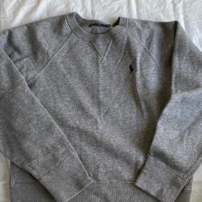 Grå Ralph Lauren sweatshirt brugt få gang så ingen tegn på slid