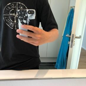 Sælger Stone trøje  str medium  Cond 8 (lille hul som sidder ved qr koden der for ligges der ik mærke til den😊  Modtager bud fra 250kr Det er din idag for 450