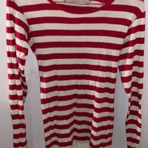 Rød og hvid stribet trøje fra Lipo lipo Str s  God stand 🥰