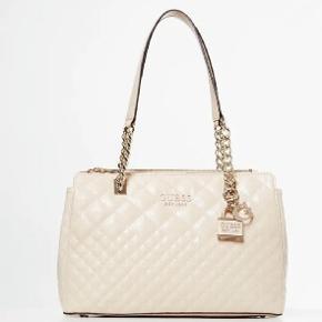 Sælger denne smukke taske fra guess, kun gået med 1 gang. Fejler ingenting.   Pris 550,- 🌸